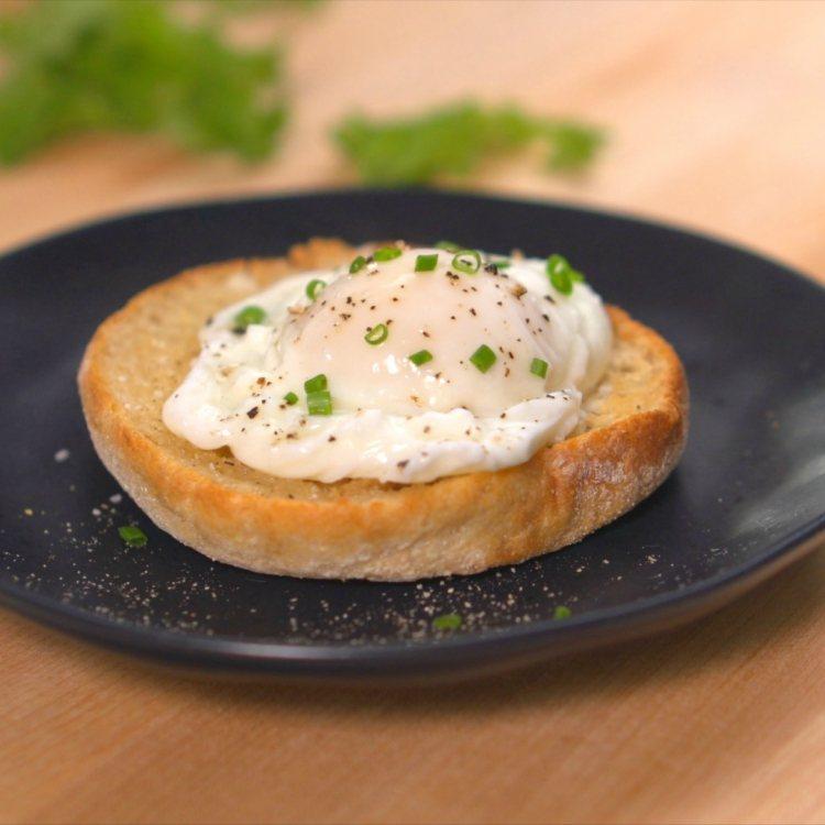 Julia Child's poached egg recipe on toast