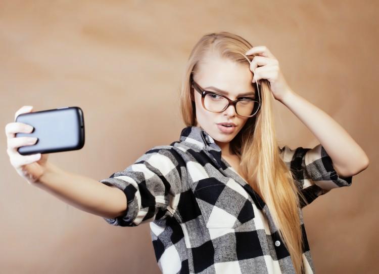 Image of girl taking selfie
