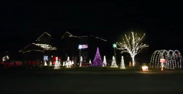 Image of Texas family's Christmas light display