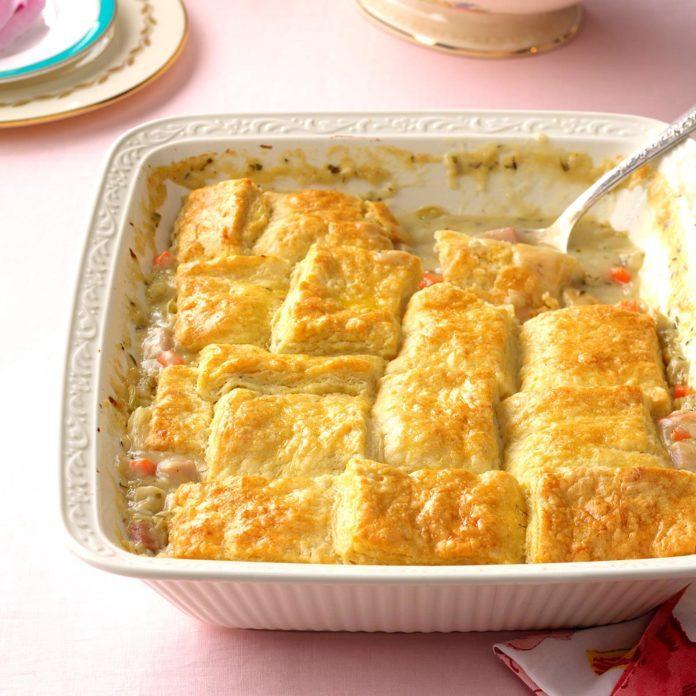 Buttermilk-Biscuit-Ham-Pot-Pie_EXPS_THAM17_201243_B11_17_6b-3-696x696