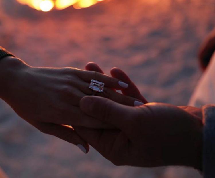Image of Jennifer Lopez's engagement ring