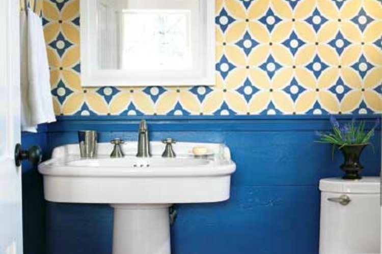 BlueWainscottingBathroomDecorList