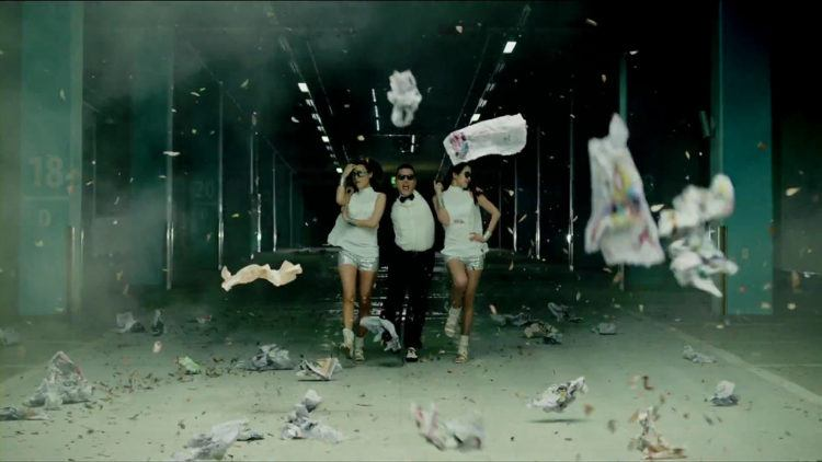 Psy performing Gangnam Style with two dancers