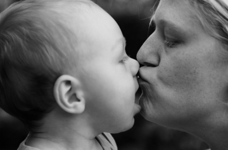 black and white mom and baby kissing