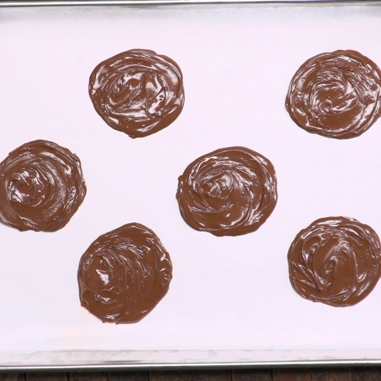 Freeze Nutella discs for 15 to 20 minutes