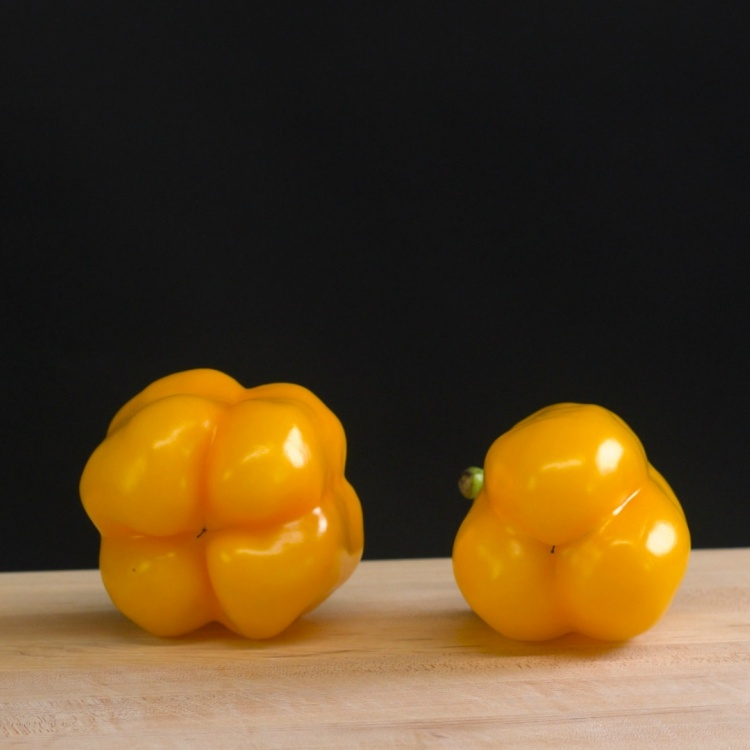Count lobes on peppers to see if good for cooking or eating