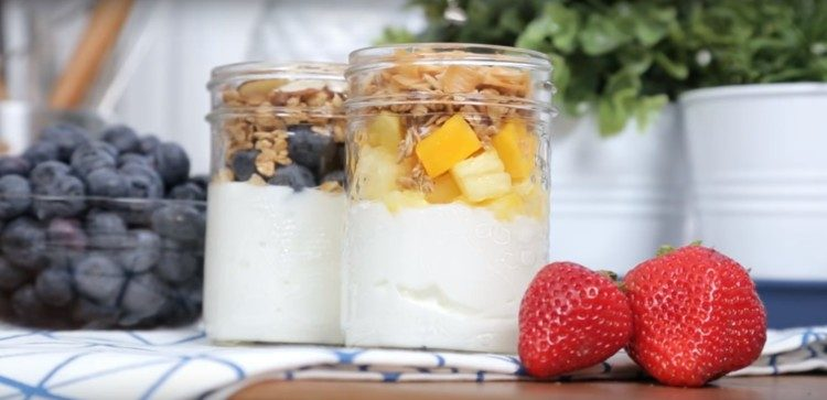 Mason jar fruit parfaits.