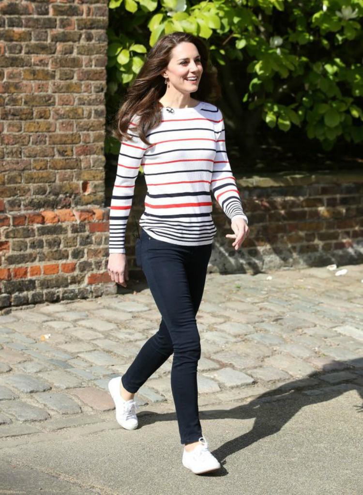 Image of Kate Middleton wearing sneakers