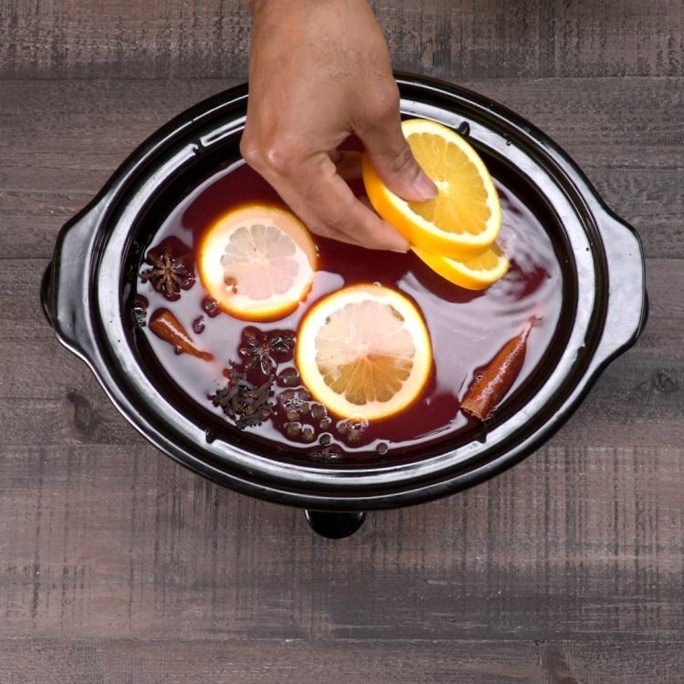 Adding oranges to slow cooker cider