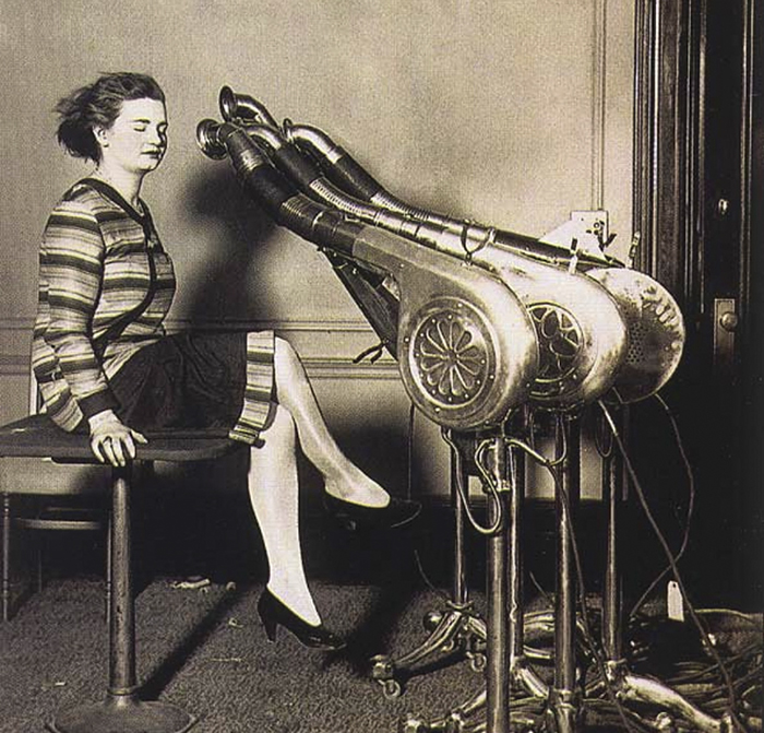 weird-things-women-did-vintage-pics-6-5b62f6e87fb1b__700