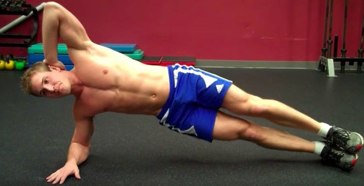 man performs oblique crunches
