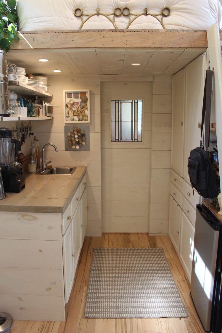 Image of the kitchen of a tiny ohouse