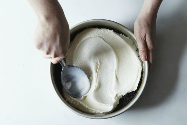 Layer cake pans for cakes and brownies