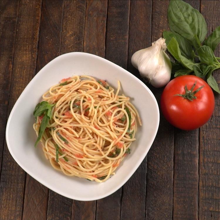 no-cook-tomato-sauce-pasta