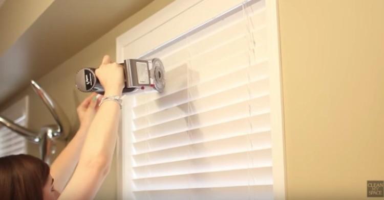 VacuumingBlindsHeader