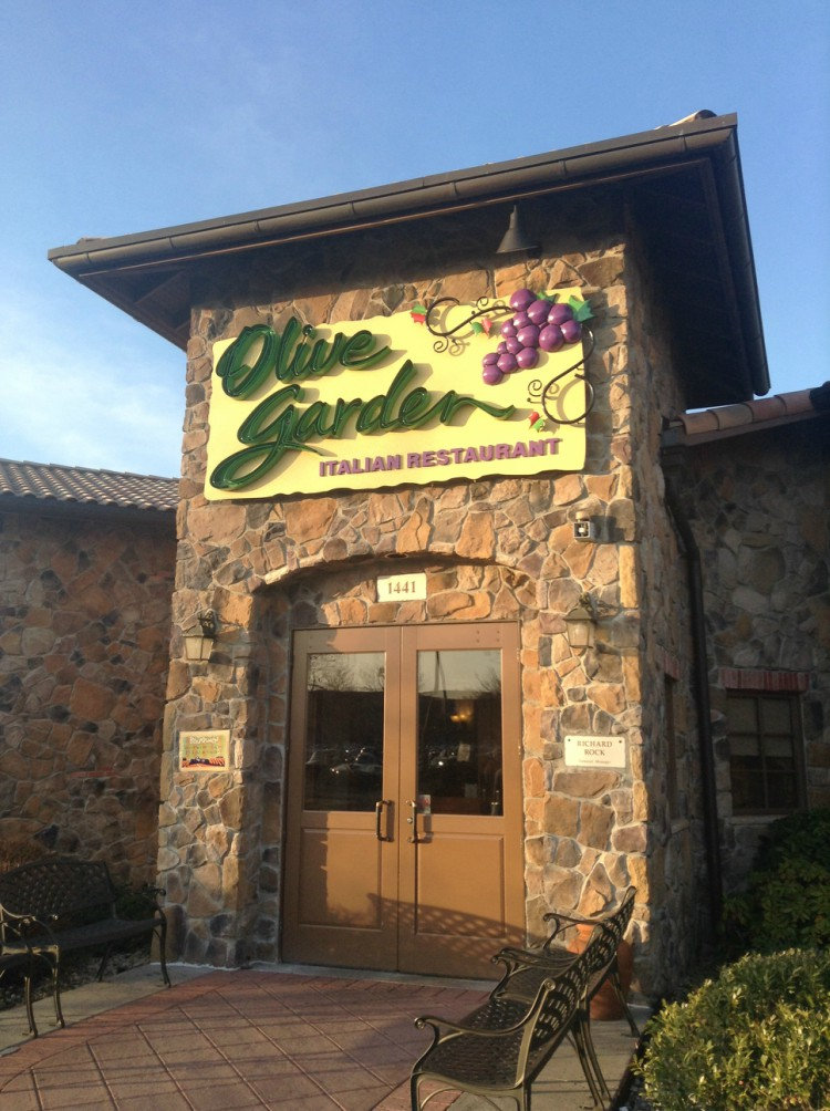 Image of Olive Garden exterior.