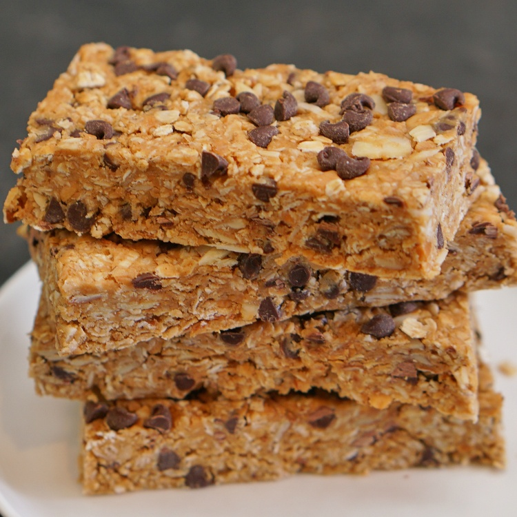 Soft & chewy homemade granola bars full of oats, peanut butter, chocolate chips, almonds, and cinnamon -- better than anything you'll find in a box, bar none.