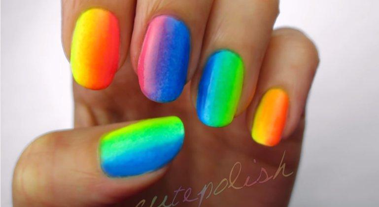 rainbow_nails