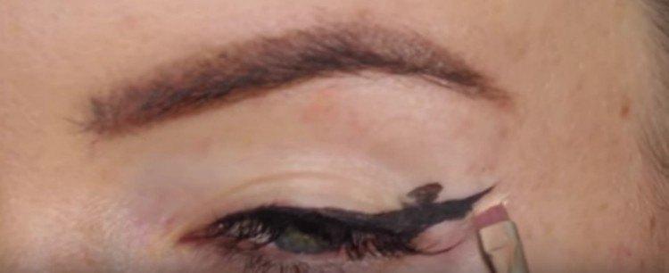 eyeliner concealer