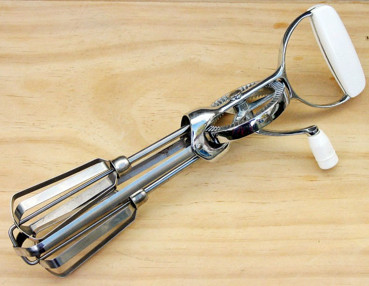 Image of hand mixer.