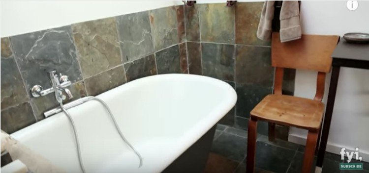 View of the bathtub in tiny house