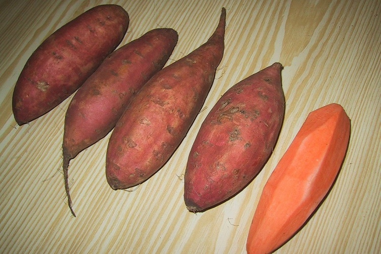 4 sweet potatoes, 3 with skin and 1 without