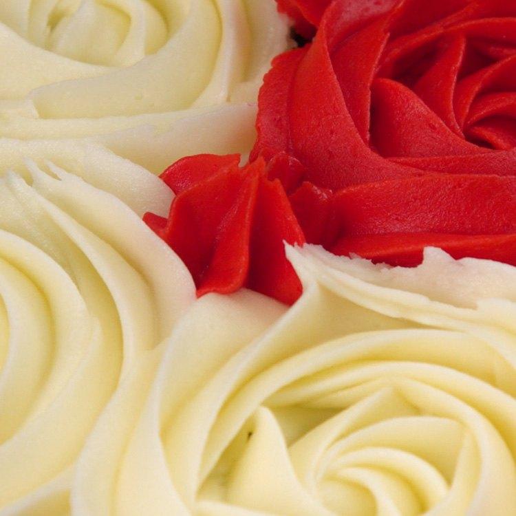 Heart-Shaped Pull-Apart Cake buttercream rosettes