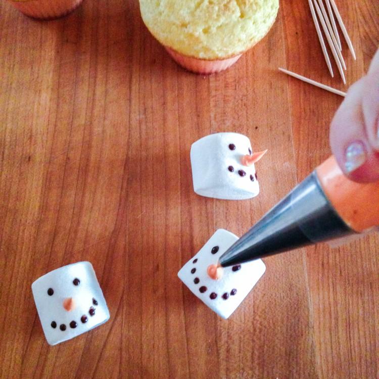 snowmencupcakes-1-3a