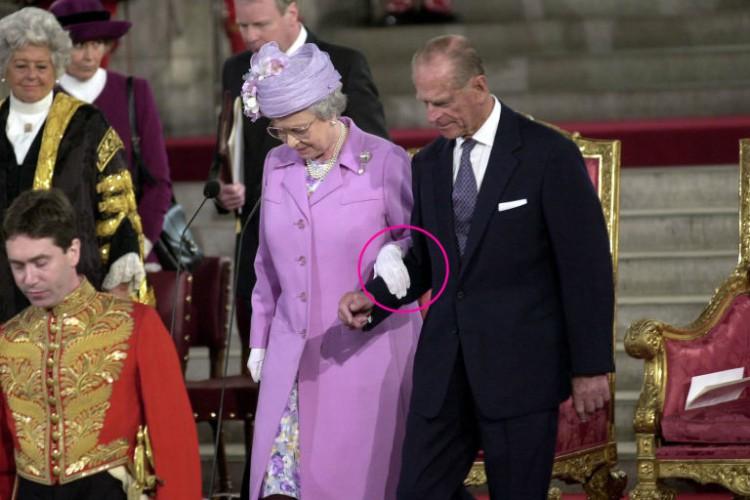 Image of Queen Elizabeth and Prince Philip walking.