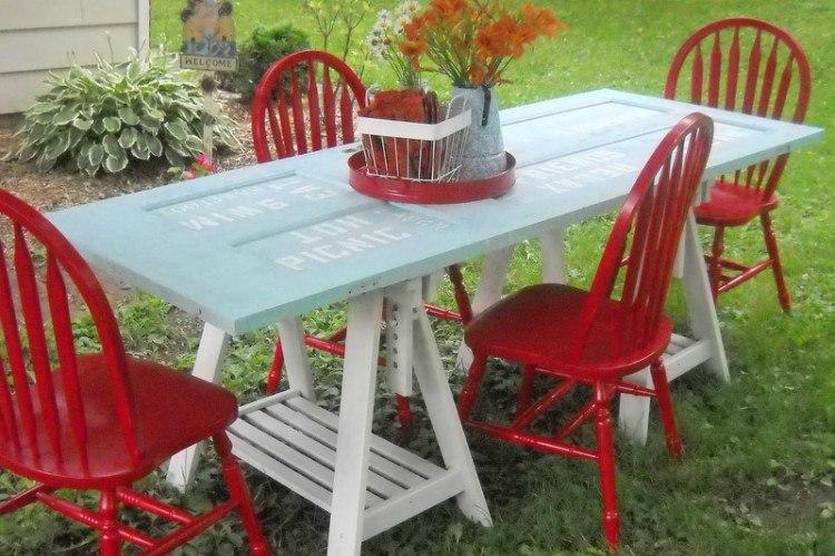 door picnic table