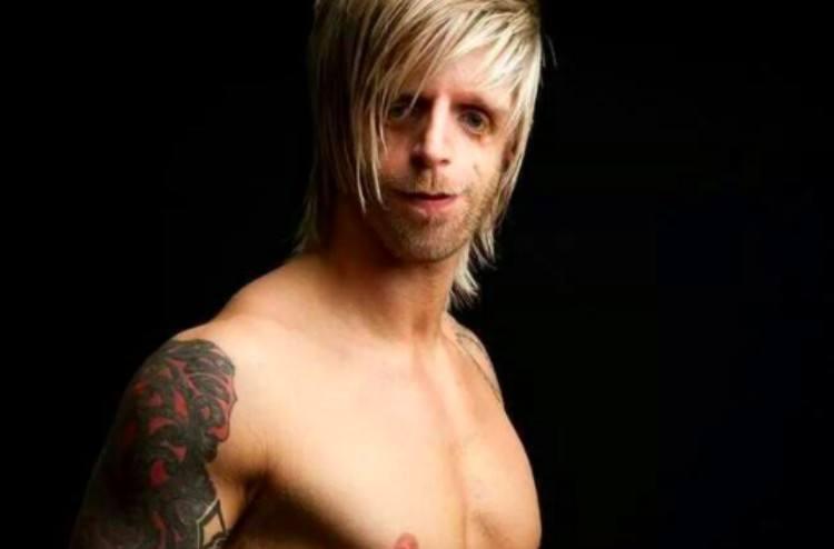shirtless Jono Lancaster