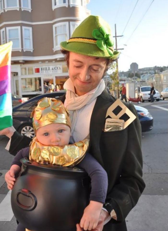 baby-carrier-halloween-costumes-139-59ede975af274__700