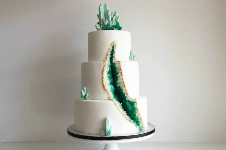 An example of a green geode cake.