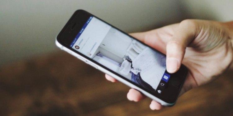 close-up phone social media
