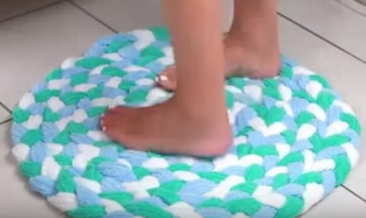 Finished recycled towel bathmat.