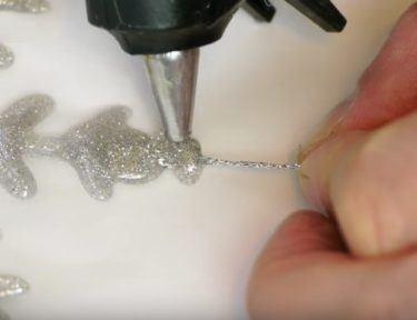 How to make a sparkling snowflake decor.