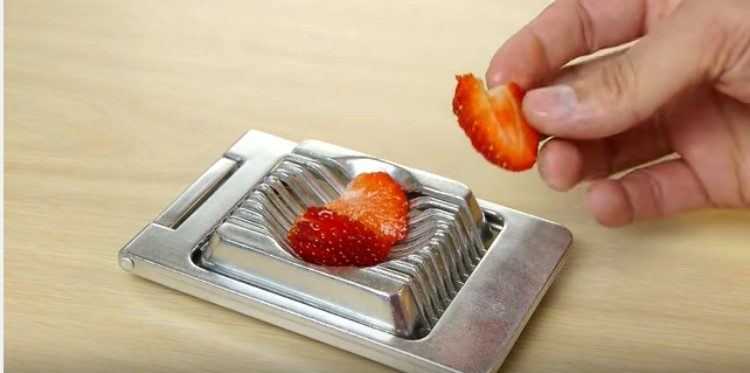 egg slicer strawberry