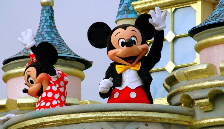 Image of mickey and minnie mouse