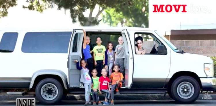 Natalie Suleman in van with octuplets