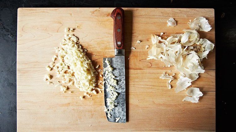knife garlic