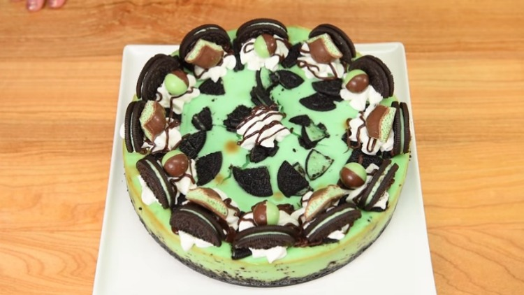 Mint creme de mente cheesecake with Oreos