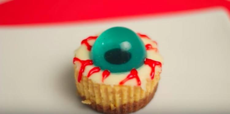 Halloween eyeball cheesecake