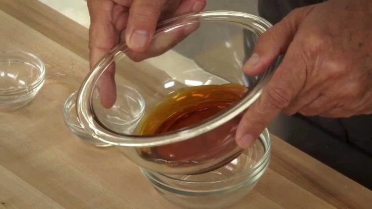 How to make caramel at home.
