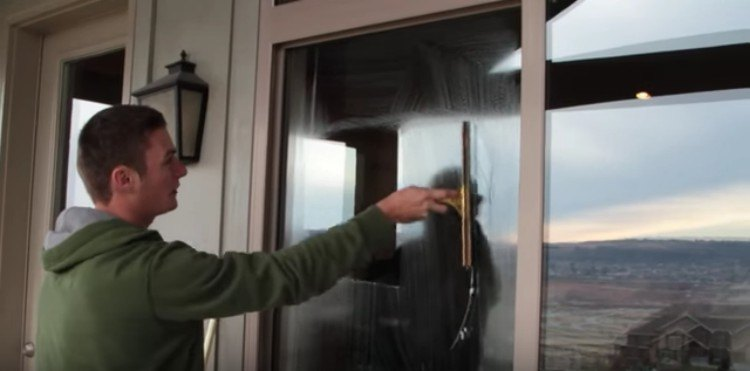 Zack shows the S window cleaning method