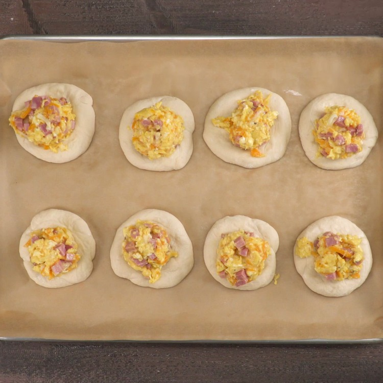 Not a morning person? These ham, egg, and cheese-stuffed bagel bombs are everything -- because you can freeze them for a hearty breakfast on-the-go!