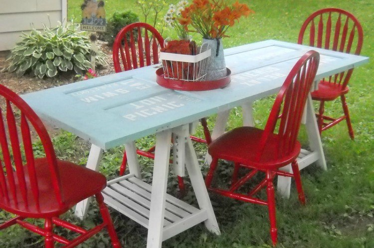 door picnic table