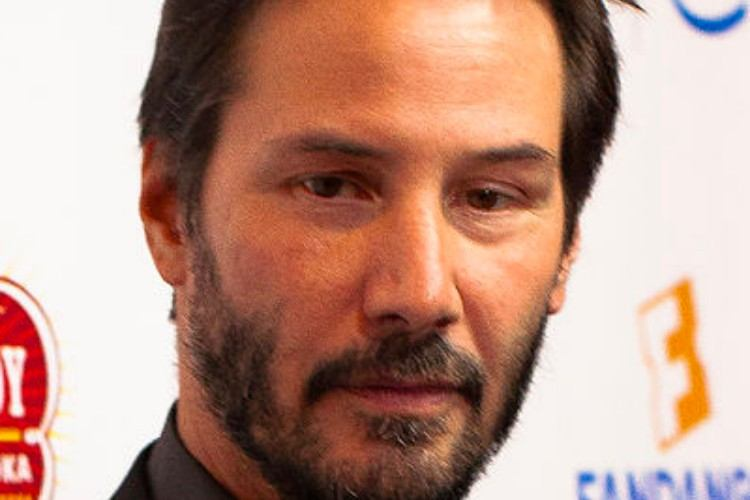 Keanu Reeves poses for picture