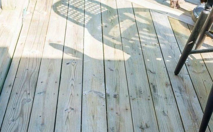 Deck after cleaning.