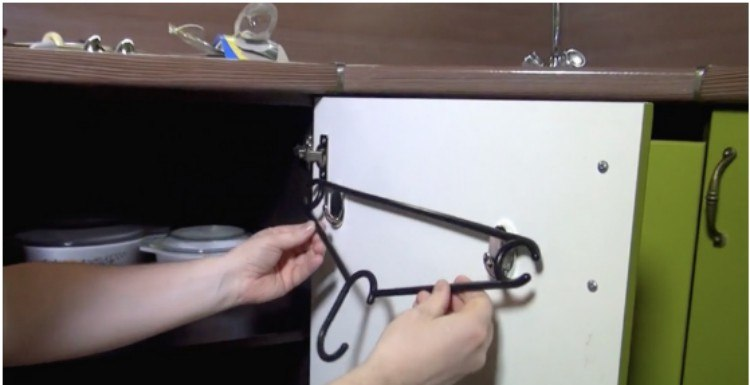 Hangers Aren�t Just Good for Hanging Up Your Clothes. Check Out This Genius Hack!