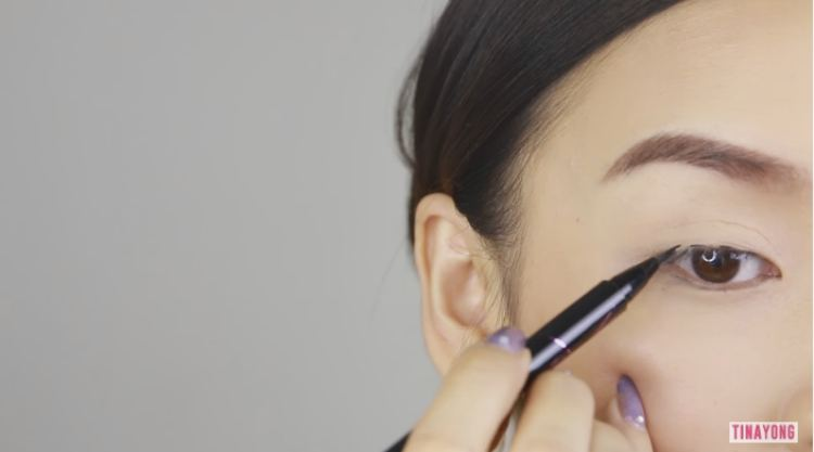 Make dashes with liquid liner and connect for a perfect line